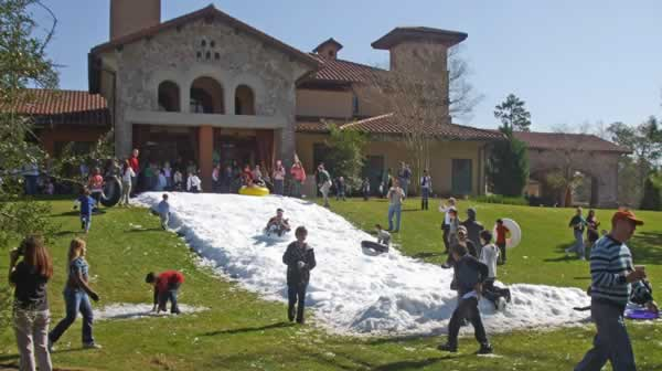 Community Snow Party in Carlton Woods country club